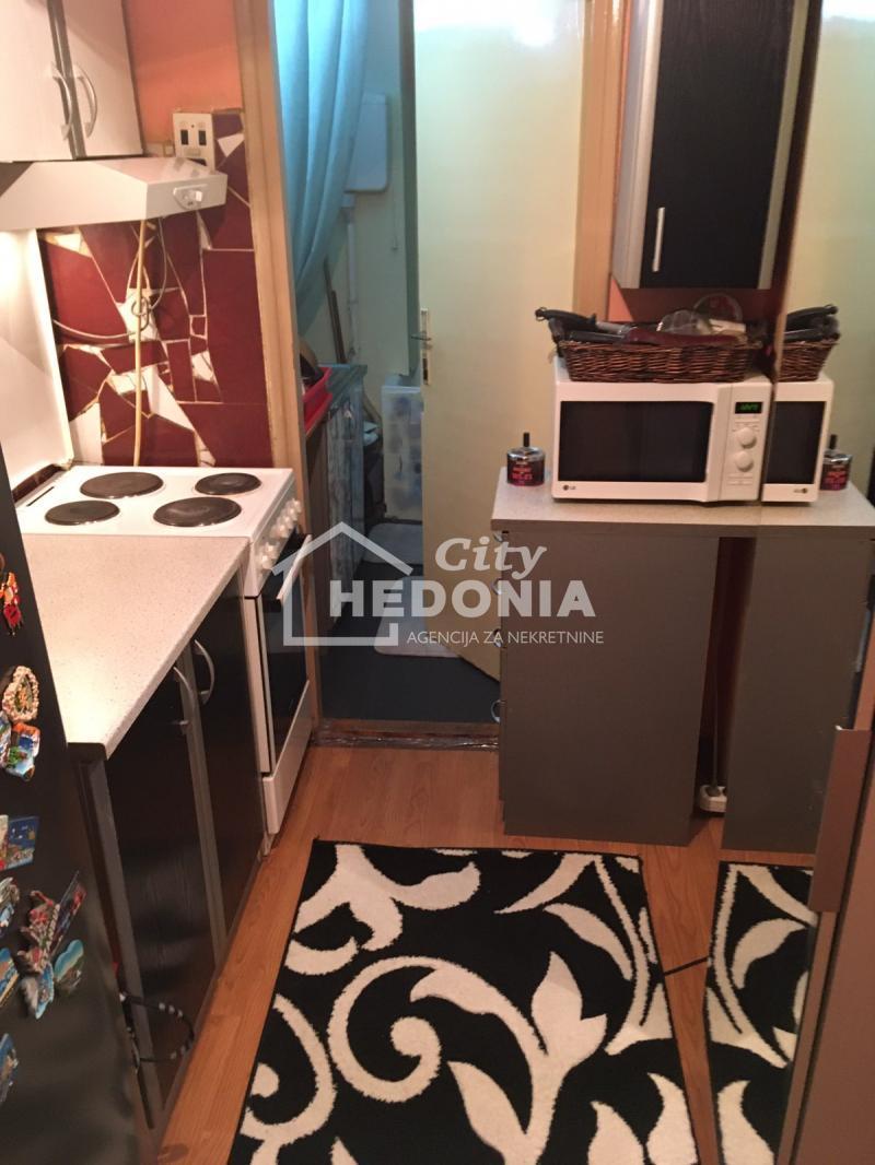 Stan Prodaja BEOGRAD Novi Beograd Blok 4 (Politehnička akademija)